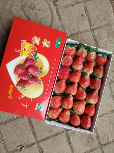 有一箱草莓,数量在20个至35个之间.3个3个地数,剩1个