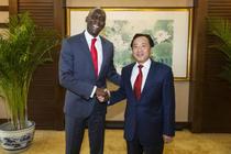 屈冬玉副部长会见世界银行副行长迪奥普